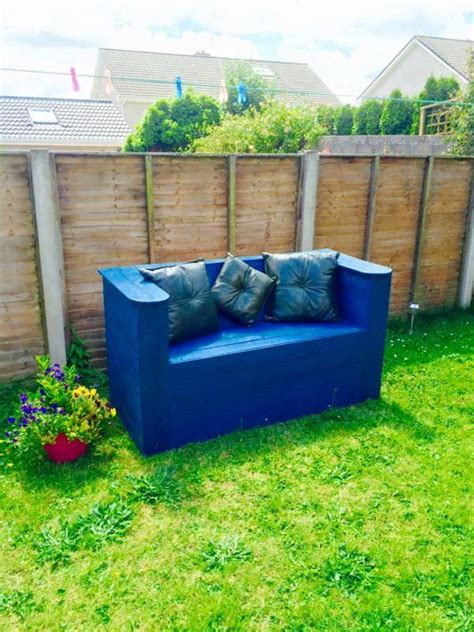 Diy Pallet Patio by 11 Diy Pallet Patio And Garden Furniture Projects
