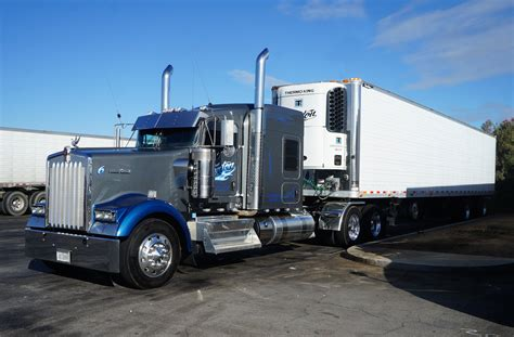 truck bakersfield ca file bakersfield ca truck kenworth at flying j travel