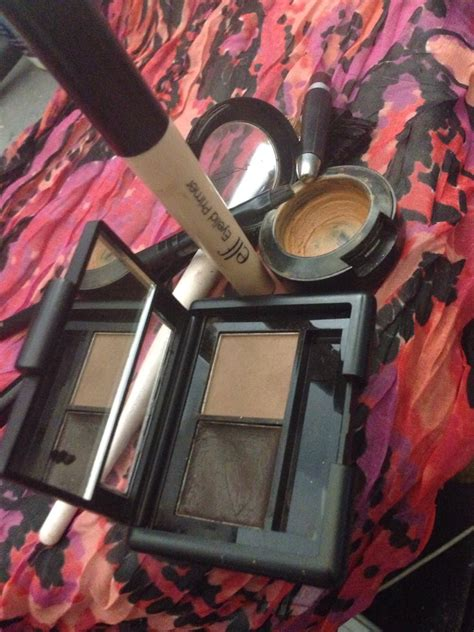 Parfum Tivona eyebrow routine musely