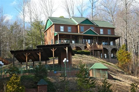 Cabin Resorts Pigeon Forge Tn by Bedroom Cabin Rentals In Pigeon Forge Tn Design Ideas