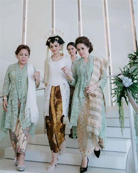 gaun pengantin  akad