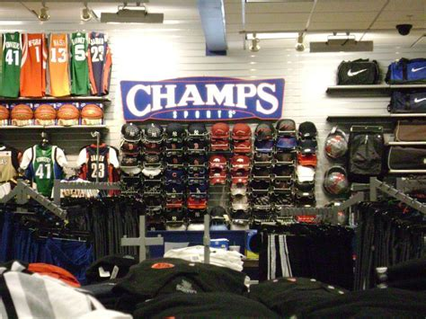 locker room sports store photo de bureau de chs sports after the remodel glassdoor fr