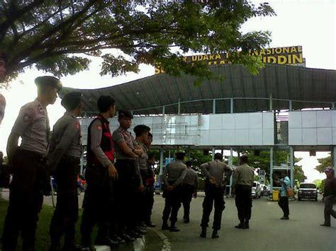 detiknews demo taksi demo di bandara sultan hasanuddin ricuh 3 sopir taksi