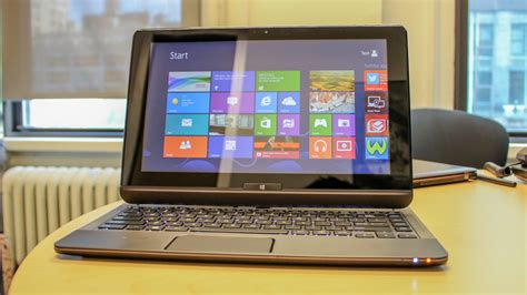 toshiba windows  hybrid laptop hands