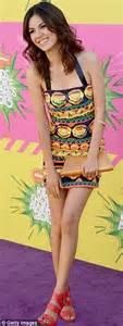 kids choice awards 2013 khloe kardashian steals the show