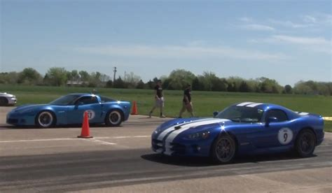 915hp chevrolet corvette c6 vs 900hp dodge viper