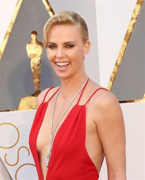 film oscar charlize theron charlize theron at the 2016 academy awards lainey gossip