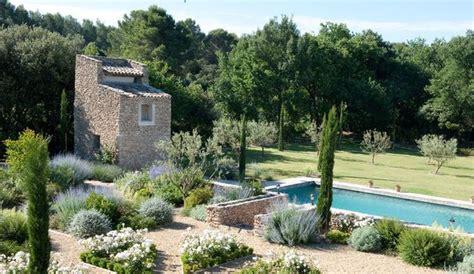 Plantation Style by Comment Am 233 Nager Un Jardin M 233 Diterran 233 En C 244 T 233 Maison