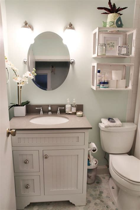 ideas to decorate a small bathroom best ideas about small bathroom decorating on mybktouch in
