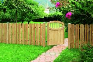 Fence Ideas For Small Backyard Astonishing Wooden Fence Designs For Your Front Yards Decorative Garden