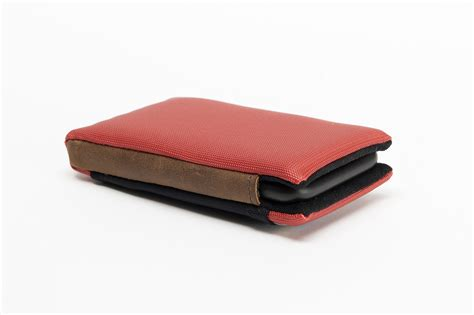 Waterfield Ipod Cases With Added Protection by New Waterfield Smart Delivers Sleek Protection For