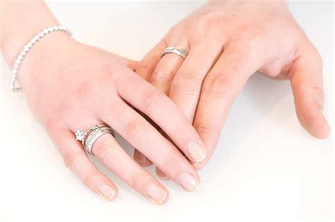 Verlobungsring Mann Und Frau by An Welcher Tr 228 Gt Den Trauring Goldwerkstatt
