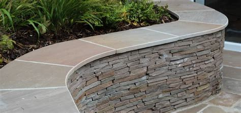 Curved Garden Wall Curved Wall With Capping Planting In Front Of Wall