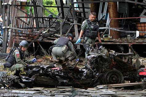 thailand car bomb explosion outside pattani hotel leaves