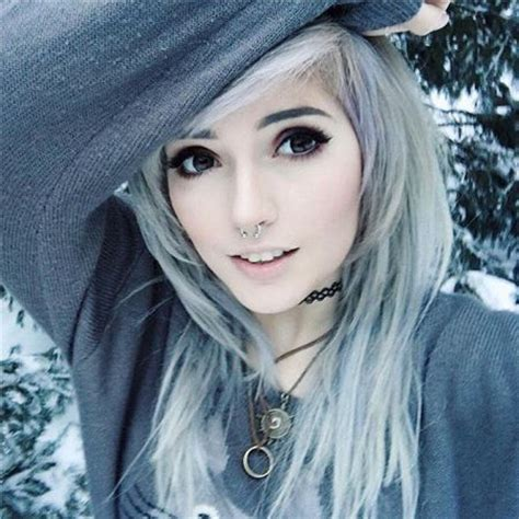 emo makeup style