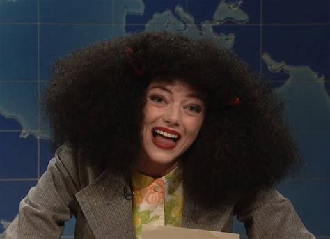 emma stone on snl emma stone pays tribute to gilda radner as roseanne