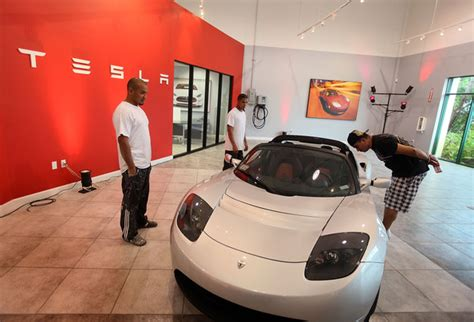 Tesla Dania Electronic Car Maker Tesla Opens Dealership In Miami Zimbio