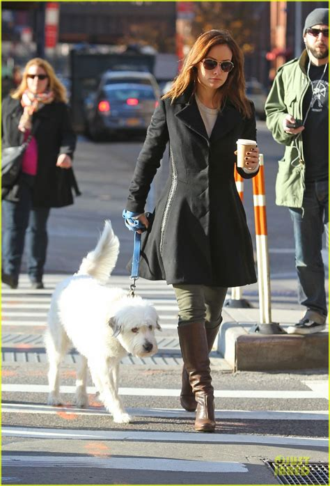 olivia wilde coffee run with paco 04 view image olivia wilde coffee run with paco photo 2759589