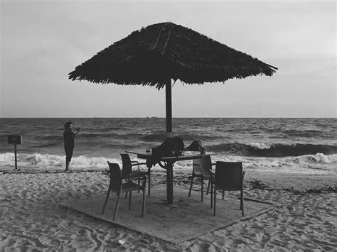 gambar hitam putih pemandangan pantai paimin gambar