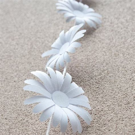 How To Make Paper Daisies - create your own paper chain free template