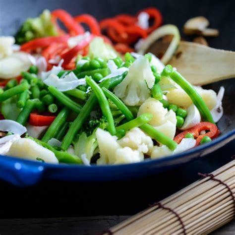 cuisiner au wok 駘ectrique le b a ba de la cuisine au wok
