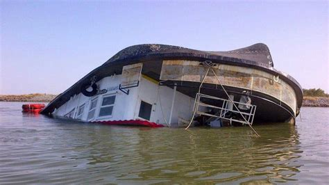 york river boat sinks old sacramento river tour boat sinks in delta crews