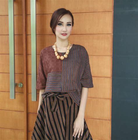 Baju Batik Dengan Rok 34 model baju batik kombinasi polos untuk wanita modis 2019