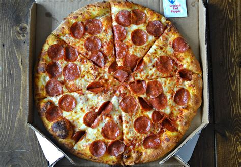 domino pizza hut domino s vs pizza hut crowning the fast food pizza king