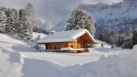 baite con camino baita con camino sulla neve sogno immagine spaziale