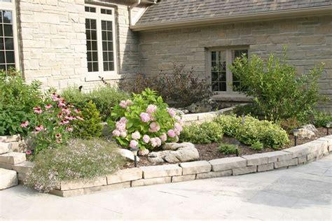 aiuole giardino aiuole in pietra tipi di giardini realizzare aiuole in