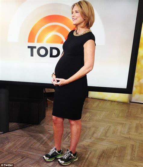 is savannah guthrie pregnant pregnant savannah guthrie finally ditches her heels comfy