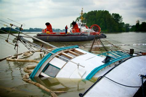 boat fuel tanks vancouver capsized boat spills fuel into fraser river vancouver