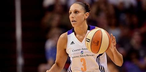 highest paid wnba salary highest payed wnba player taurasi paid not to play 2015