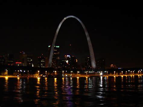 gateway arch panoramio photo of gateway arch at night