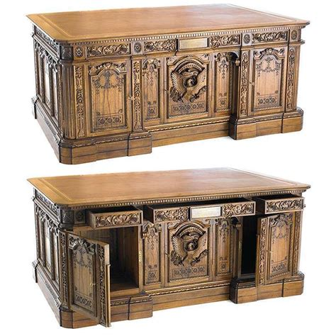 presidential desk in oval office american president s resolute desk replica dudeiwantthat com