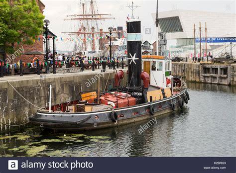 tug boat kerne tug boat in river stock photos tug boat in river stock