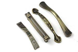 knobs or pulls on kitchen cabinets kitchen knobs and pulls kitchen cabinet hardware pulls