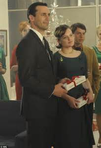 mad men brings together an office on uppers and flashbacks to mad men season 5 jon hamm and elizabeth moss reveal if