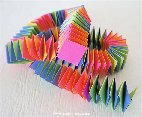 Folded Paper Crafts - craftiments accordion fold paper garland tutorial