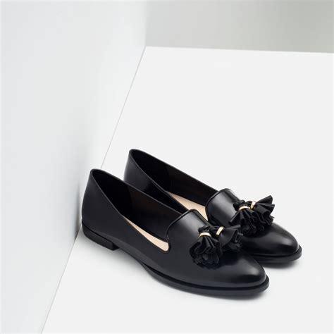 Flat Shoes Zara Ks030 Black zara flat shoes with tassels in black lyst