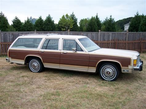 green station wagon with wood topworldauto gt gt photos of ford ltd station wagon photo