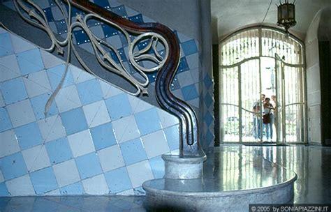casa batllo interni barcellona casa batll 242 particolare dell atrio interno
