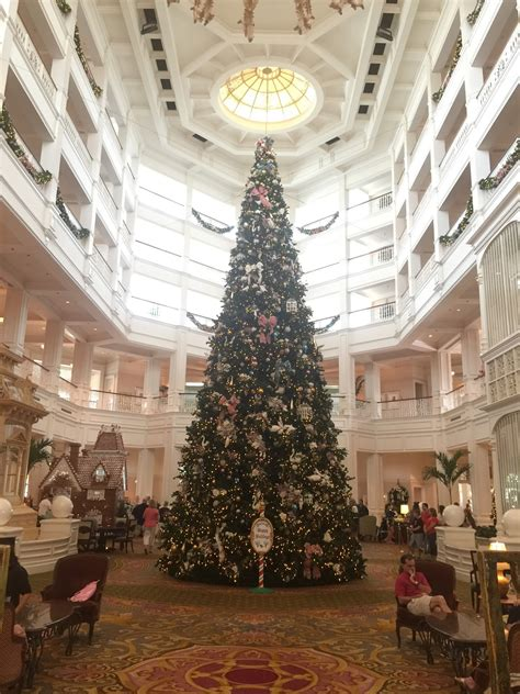grand floridian christmas tree grand floridian gingerbread house and more 2015 touringplans