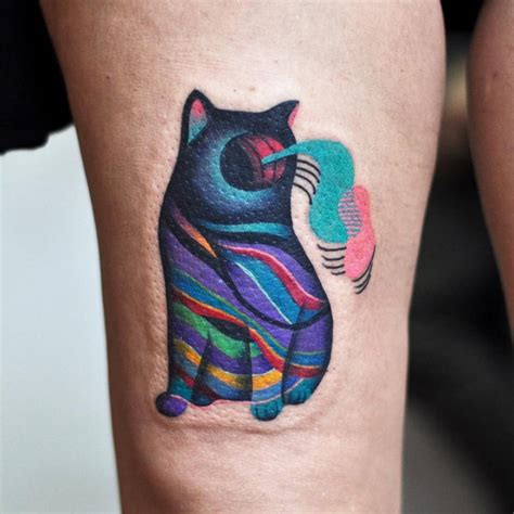 psychedelic cat tattoo on the right thigh