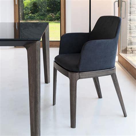chaise avec accoudoirs cuir noir design sur cdc design