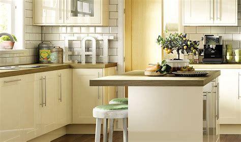 cream gloss kitchen tile ideas 17 best ideas about cream gloss kitchen on pinterest