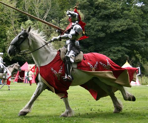 i cavalieri della tavola rotonda riassunto tornei medievale castlesintheworld