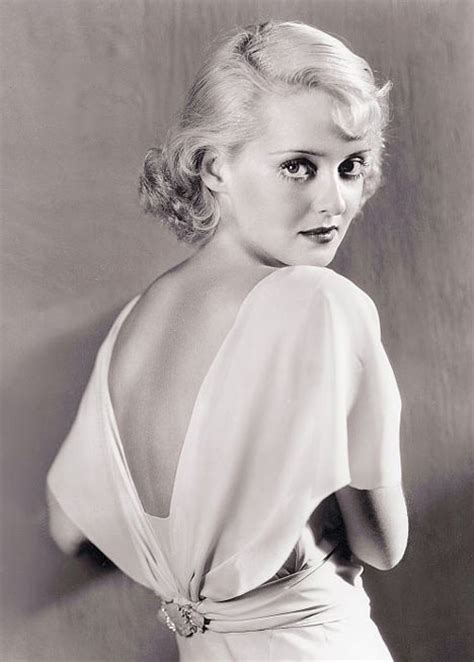 bette davies love those classic movies in pictures bette davis
