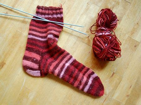 easy knit socks for beginners beginner s knit sock free pattern summer the best time