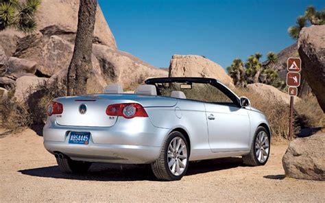 2007 volkswagen eos reviews and rating motor trend 2007 volkswagen eos vs 2007 volvo c70 road test review motor trend